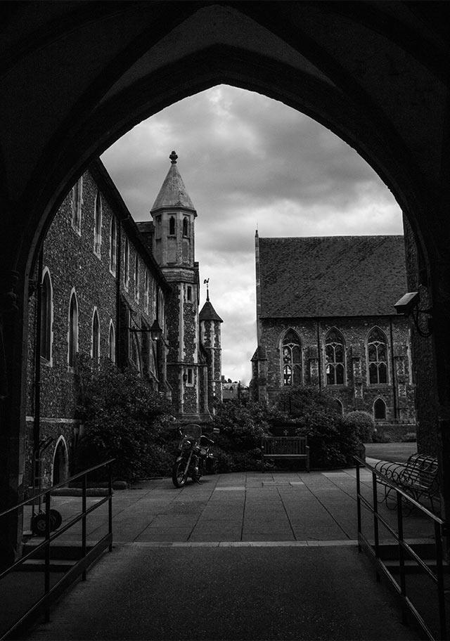 VOYAGE-Canterbury-cloitre